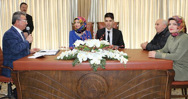 Mehmet Hançerli yılın ilk nikahını kıydı