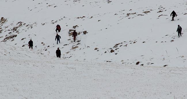 Kaybolan genç avcıyı helikopter ile aradılar