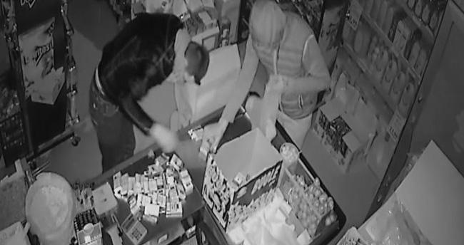 Konya'da vip minibüslü hırsızlar güvenlik kamerasında