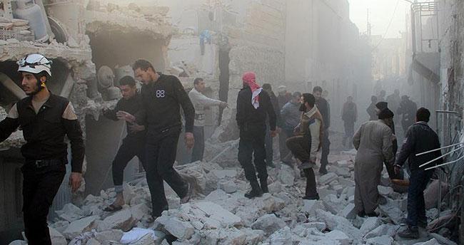 Rus uçakları İdlib'te cami ve yerleşim yerini vurdu: 18 ölü