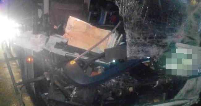 Konya'da yolcu otobüsü Tır'a çarptı: 5 yaralı