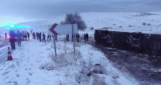 Ankara'da yolcu otobüsü devrildi: 18 yaralı