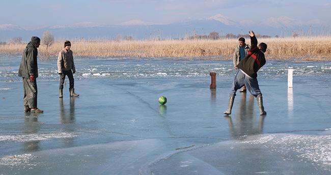Beyşehir Gölü üstünde maç yaptılar