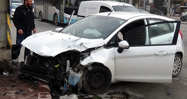 Konya'da trafik kazası:1 çocuk yaralandı
