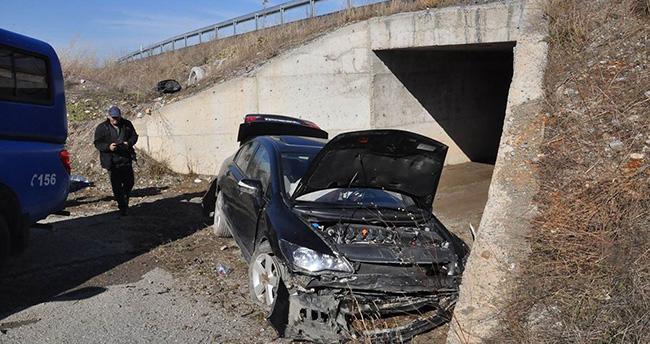 Konya'da otomobil şarampole yuvarlandı:4 yaralı