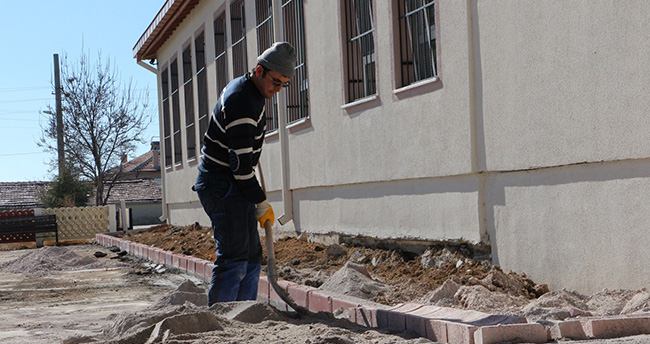 Konya'da okulların çevre düzenlemesi sürüyor