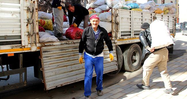 Konya'dan Bayırbucak'a 2 yardım tırı
