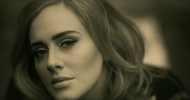 Adele zirveyi kaptırmıyor!