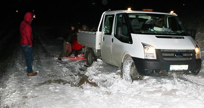 Konya'da buzdan kayan araçlar yoldan çıktı