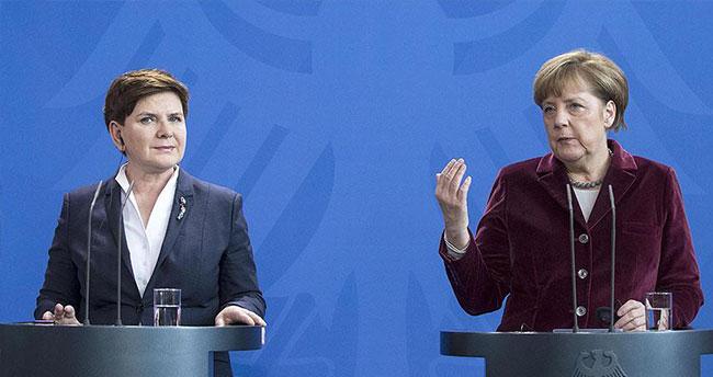 Almanya Başbakanı Merkel: AB-Türkiye anlaşması adım adım uygulanacak