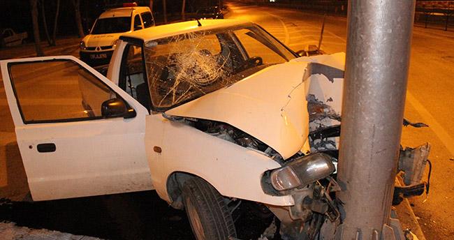 Konya'da kamyonet direğe çarptı : 1 ağır yaralı