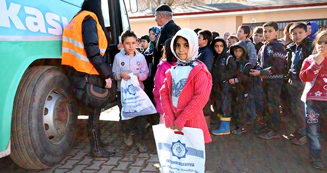 Konyalı öğrencilerden Giyim Bankası'na destek