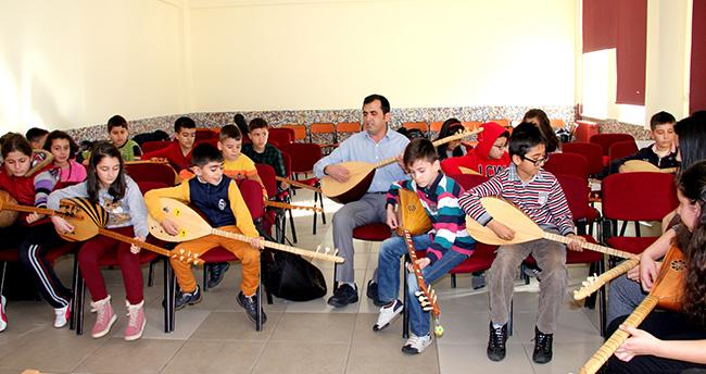 Seydişehir'de öğrencilere bağlama kursu