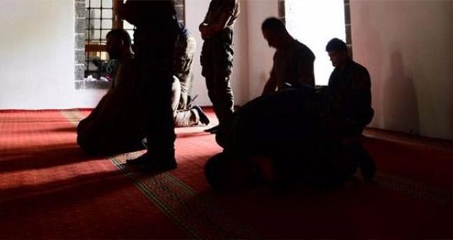 Teröristler Ezanla selayı karıştırınca faka bastılar