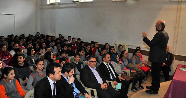 Yazar Duran Çetin Akşehir'de öğrencilerle buluştu