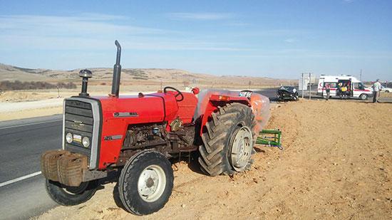 konyada-traktor-ile-otomobil-carpisti-4-yarali-1