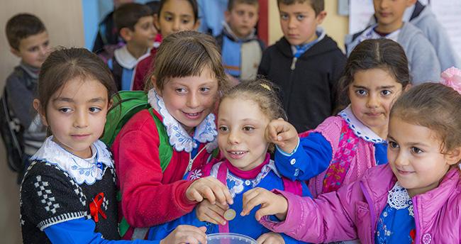 Konyalı miniklerin çikolata parası Suriyeli kardeşlerine