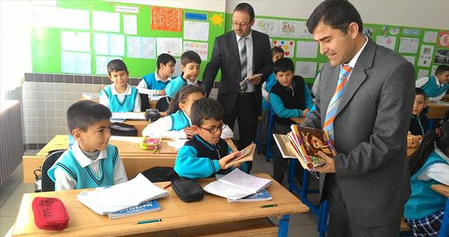 Beyşehir'de ortaokul öğrencilerinden anlamlı kitap kampanyası
