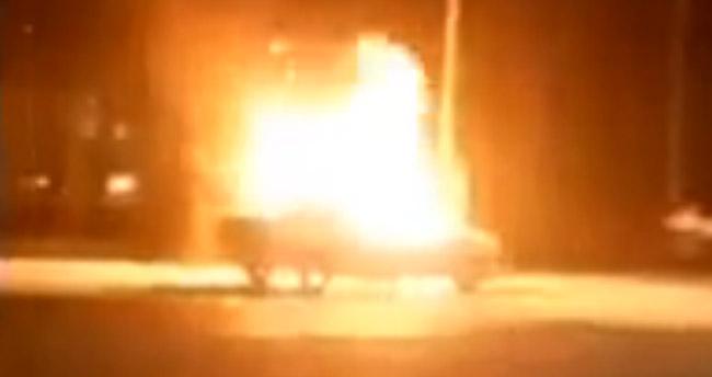 Konya'da ışıkta bekleyen araç bir anda alev adı