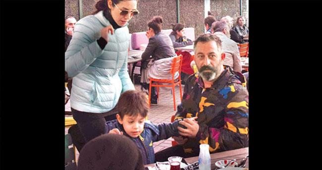 Cem Yılmaz oğlu Kemal ile Bebek'te görüntülendi