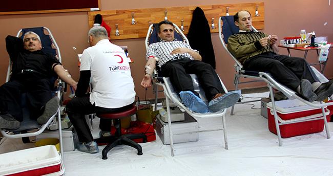 Konya'da öğrenci velileri kan verdi