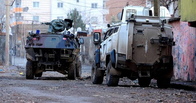 Polise roketatarlı saldırı: 1 şehit 2 yaralı