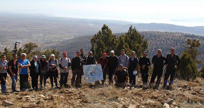 Doğaseverler Hüyük Sivri Dağı'na tırmandı