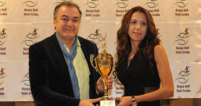 Konya Defi şampiyonları kupalarını aldı