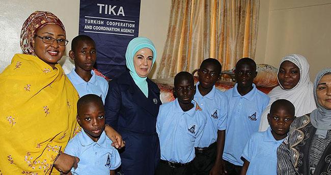 Emine Erdoğan Nijerya'da TİKA'nın onardığı yetimhaneyi açtı