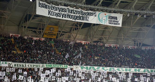 Torku Konyaspor taraftarıyla kıskandırıyor