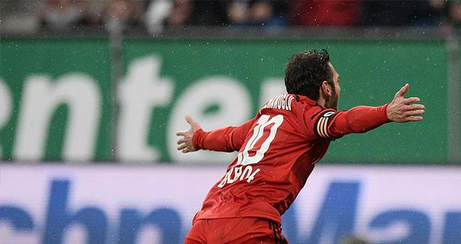 Bayer Leverkusen Hakan Çalhanoğlu'yla 1 puan kazandı