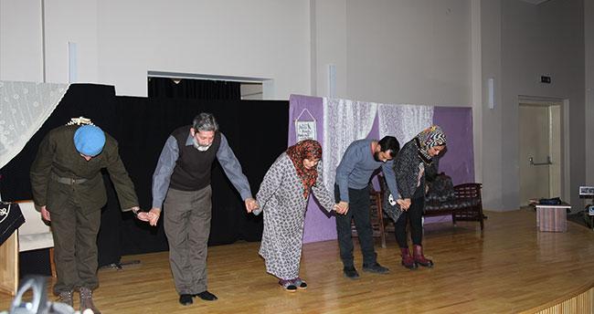 """""""Karar Senin ilk Namaz"""" adlı oyun Seydişehir'de sahnelendi"""