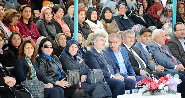 Tahir Akyürek'ten Konyalı kadınlara anlamlı hediye