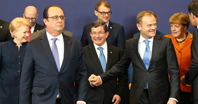 Davutoğlu, Türkiye-AB zirvesinde yaşananları anlattı