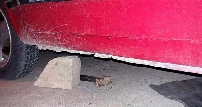 Konya'da feci kaza! Takozla kaldırdığı otomobilin altında kaldı