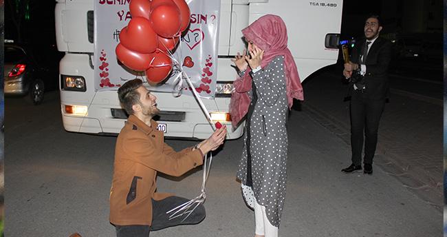Konya'da nakliyeci gençten TIR'la evlenme teklifi