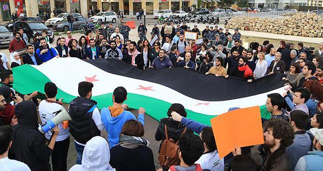 Beyrut'ta Suriyeli muhaliflere destek gösterisi