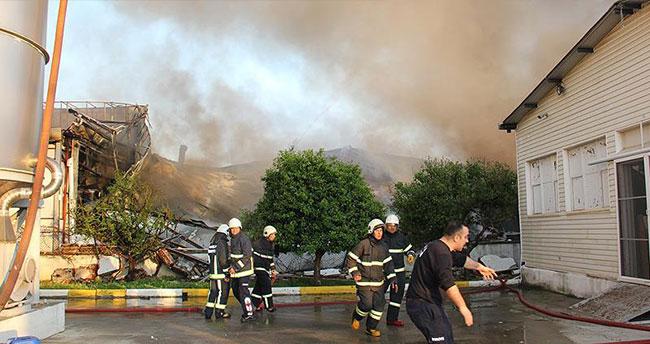 Antalya'da polyester fabrikasında yangın çıktı