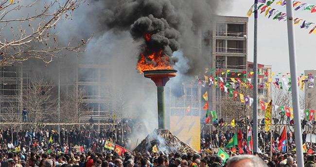 Nevruz ateşi Diyarbakır'da yakıldı