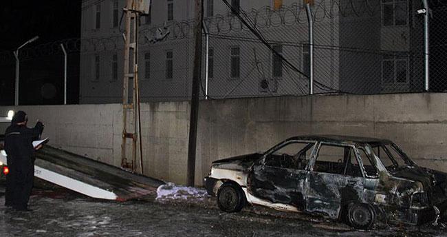 Hatay'da Suriye plakalı şüpheli araç patlatıldı