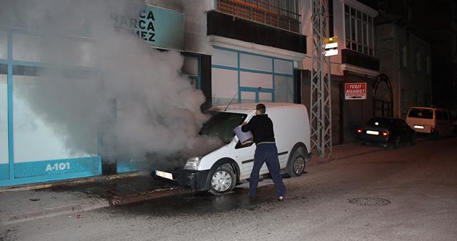 Konya'da park halindeki kamyonet yandı