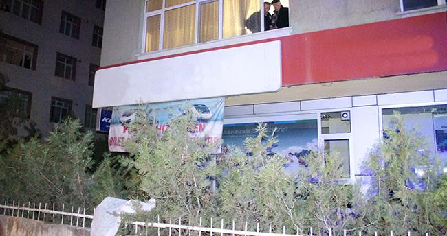 Konya'da bir kişi evinin penceresinden demir korkuluklara düştü