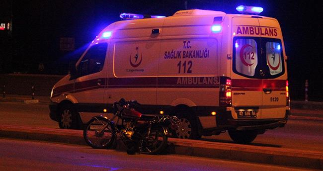 Konya'da motosiklet refüje çarptı