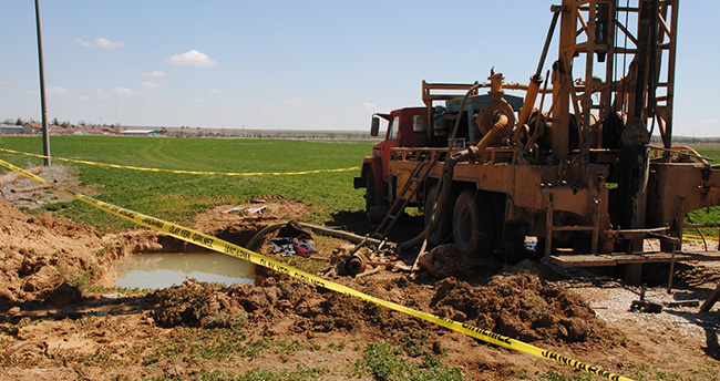 Konya'da sondaj makinesine kolunu kaptıran Suriyeli öldü