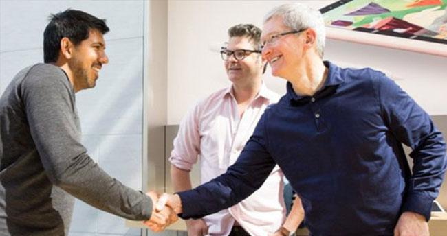 Tim Cook, iPhone SE ve iPad Pro 9.7 modellerinin çıkışında Palo Alto Apple Store'daydı