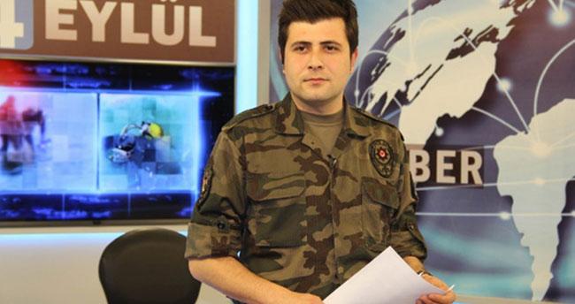 Haber bültenini polis üniformasıyla sundu