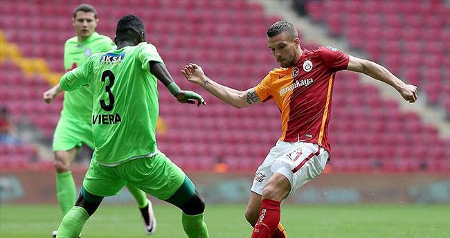 Galatasaray üç puanı uzatmalarda kaçırdı
