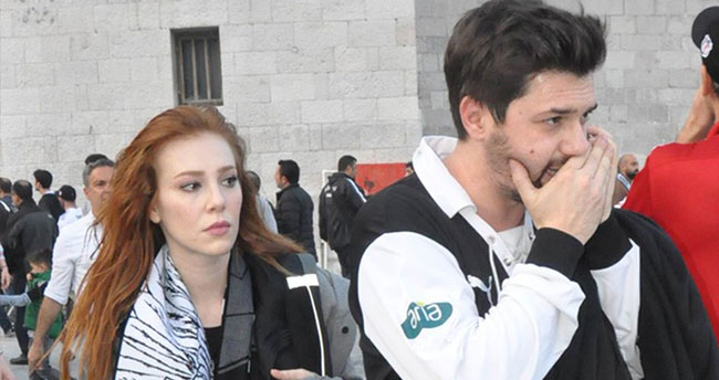 Elçin Sangu ve sevgilisi Yunus Özdiken, Beşiktaş maçında biber gazına maruz kaldı