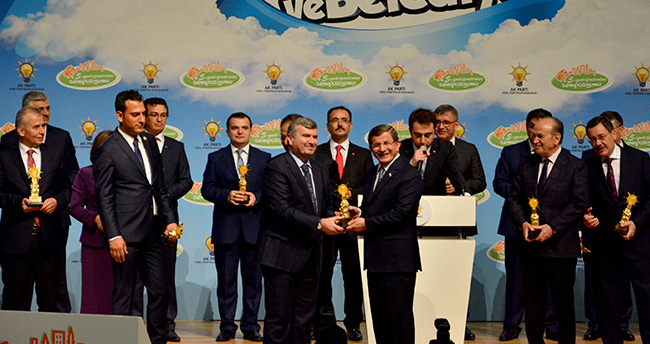 Tahir Akyürek'e Başbakan Davutoğlu'ndan ödül