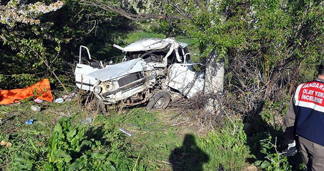 Konya'da otomobil şarampole uçtu: 2 ölü